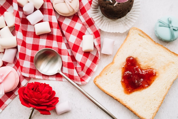 Jam in shape of heart on toast with marshmallows Free Photo