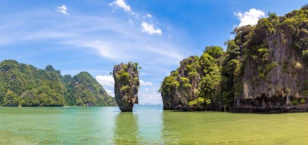 Остров джеймса бонда в таиланде Premium Фотографии