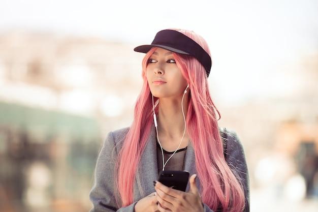 일본 애니메이션 코스프레. 패션 아시아 소녀. 프리미엄 사진