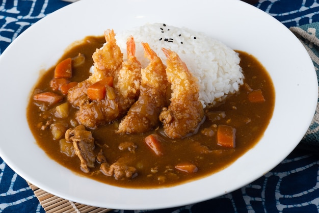 Japanese curry with fried shrimps. Premium Photo