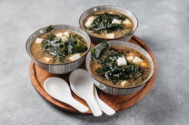 Японская еда в расстановке тарелок Бесплатные Фотографии