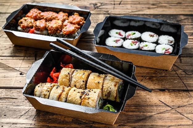 日本食レストランのテイクアウト、セットデリバリーボックス Premium写真