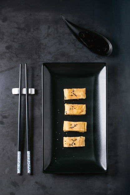 Japanese rolled omelette tamagoyaki Premium Photo