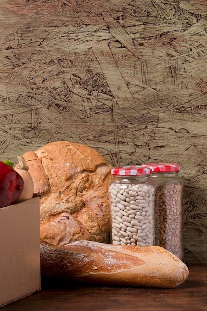 Банка с фасолью и вкусным хлебом Бесплатные Фотографии