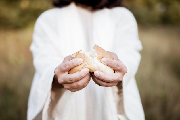 Jesus christ splitting the bread Free Photo