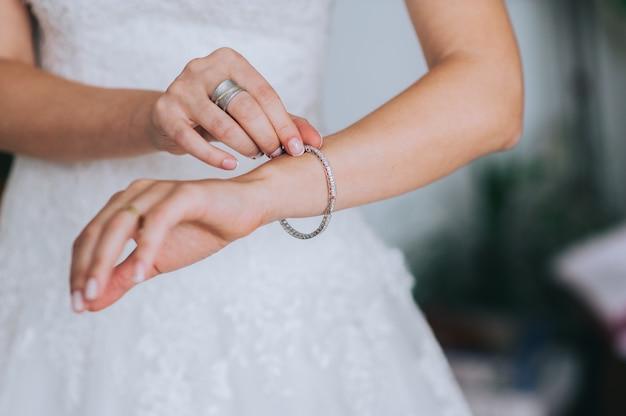 Jeweler bracelet on the bride's hand Premium Photo