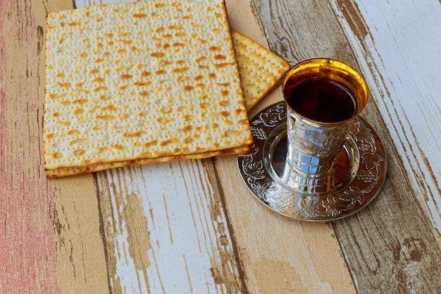Jewish holiday matzoh passover bread torah Premium Photo