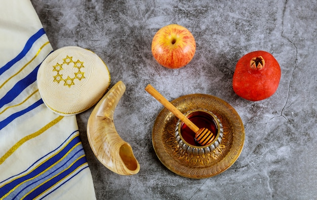 A jewish new year with honey for the apple and pomegranate holiday of rosh ha shana Premium Photo