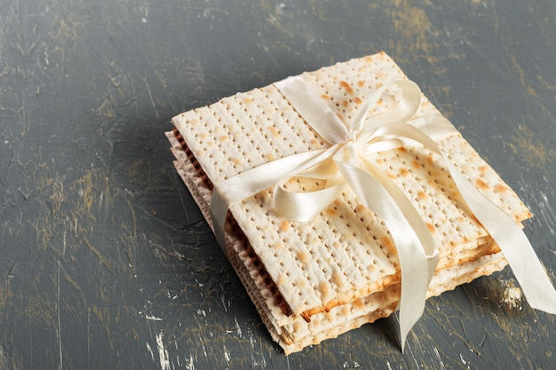 Jewish traditional passover matzo bread Premium Photo