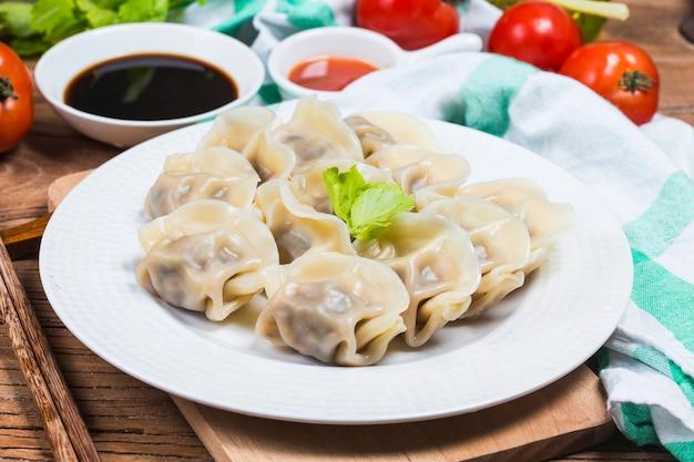 中国語のjiaozi新年の料理 無料写真