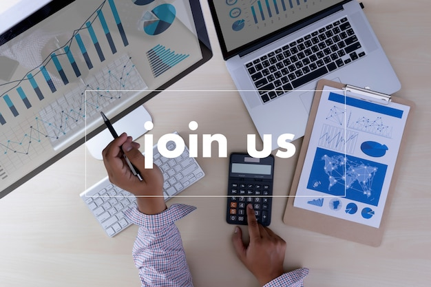 Join us concept businessman working at office join our team Premium Photo