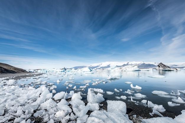 Jokulsarlon glacier ice lagoon, iceland Premium Photo