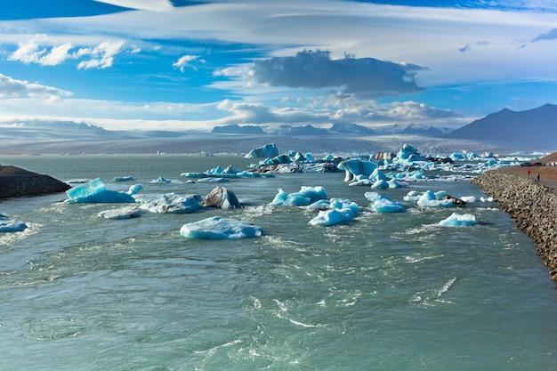Jokulsarlon glacier lagoon in vatnajokull national park, iceland Premium Photo