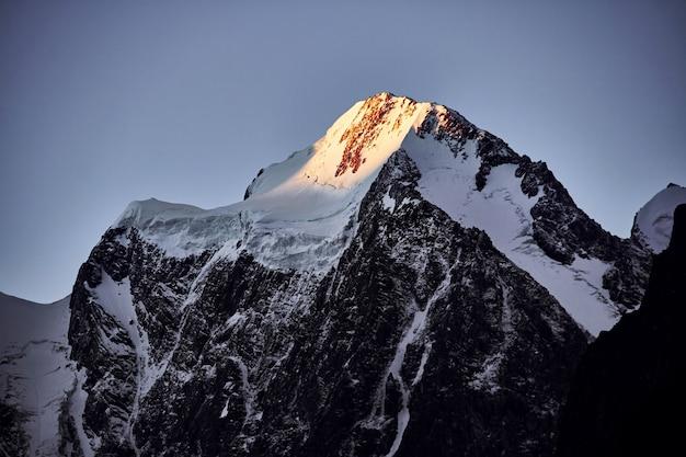 Journey on foot through the mountain valleys Premium Photo