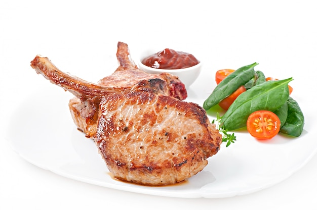 Juicy grilled pork fillet steak with  green beans Free Photo