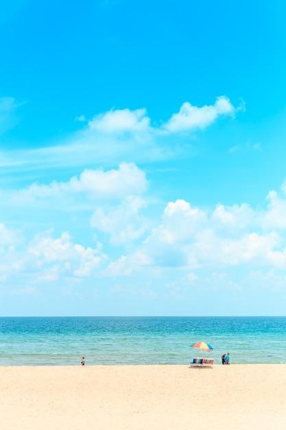 Ka-ron beach at phuket , thailand. white sand beach with beach umbrella. summer, travel, vacation an Premium Photo