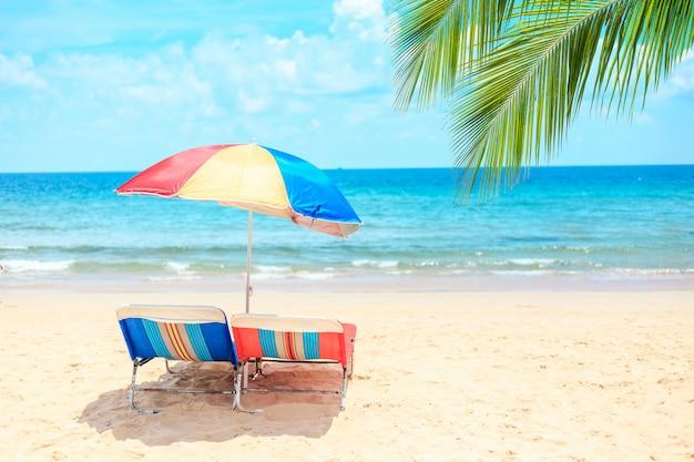 Ka-ron beach at phuket , thailand. white sand beach with beach umbrella. Premium Photo
