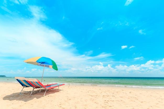 Ka-ron beach at phuket , thailand. white sand beach with beach umbrella Premium Photo