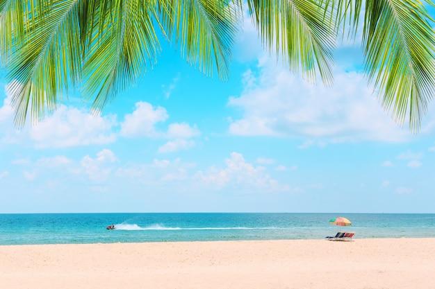 Ka-ron beach at phuket, thailand. Premium Photo