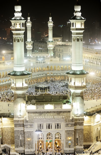 Kaaba in mecca, muslim people praying together at holy place Premium Photo