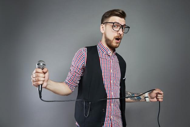 Karaoke man sings the song to microphone Premium Photo