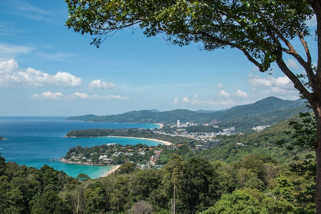 カタビーチとカロンビーチプーケットタイ Premium写真