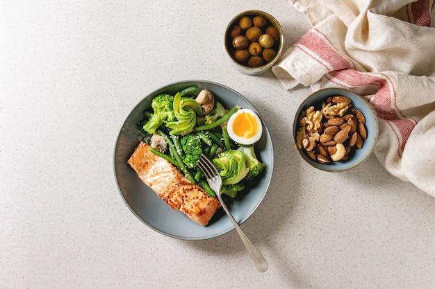 Ketogenic diet dinner Premium Photo