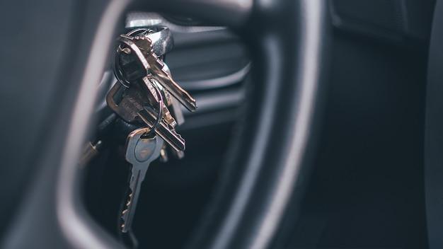 Key locking and starting the vehicle Premium Photo
