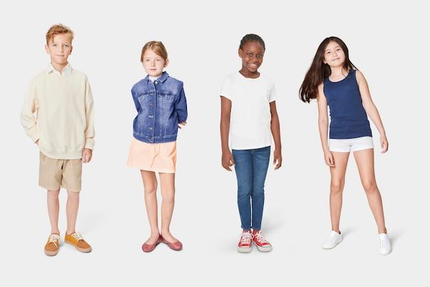 Дети в повседневной летней одежде на все тело Бесплатные Фотографии