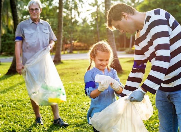 Kids picking up trash in the park Premium Photo