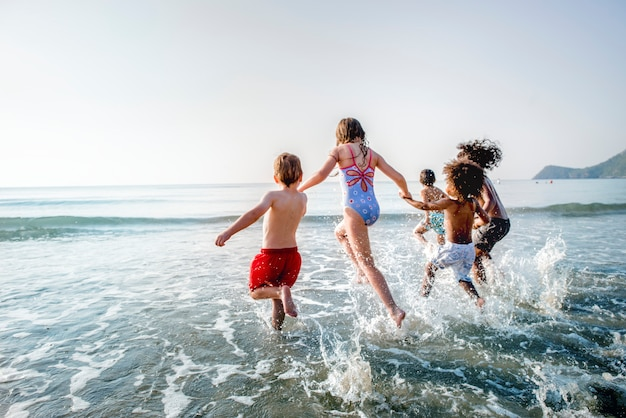 Kids running at the beach Premium Photo