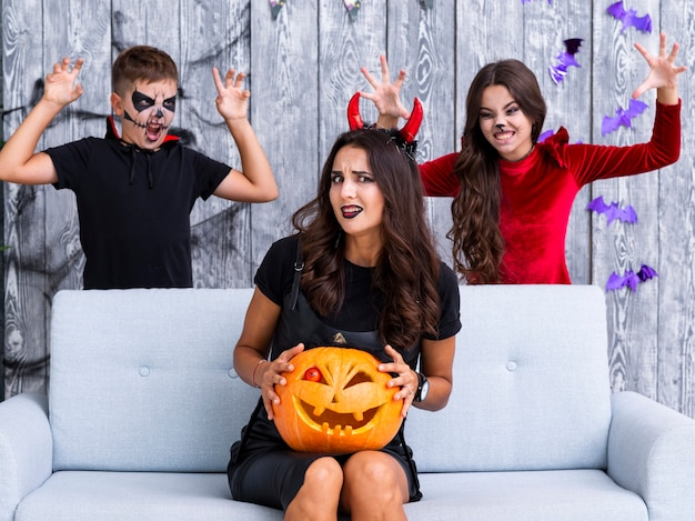 Kids scaring mother for halloween Free Photo