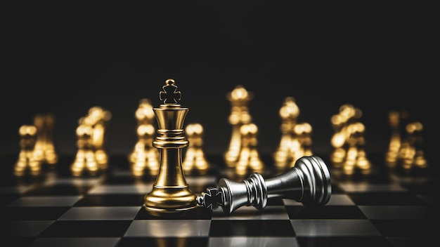 King golden chess standing of the falling silver on chess board concepts of leadership Premium Photo