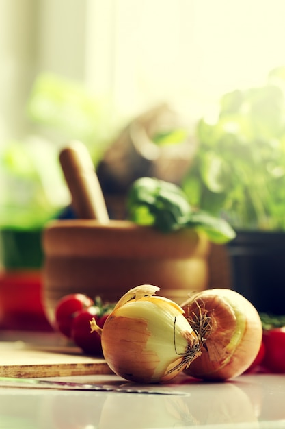 Wallpaper Food Cooking Grill Vegetables Peppers: Kitchen Background Cooking Food Concept. Onion On Table