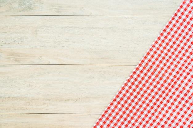 Panno da cucina sul tavolo di legno Foto Gratuite