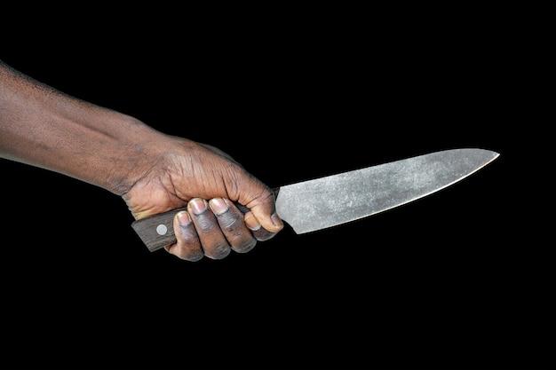 手で包丁。黒に分離されたアフリカ人の手で大きな包丁 Premium写真
