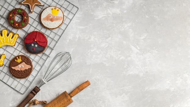 Utensili da cucina e biscotti copia spazio Foto Gratuite