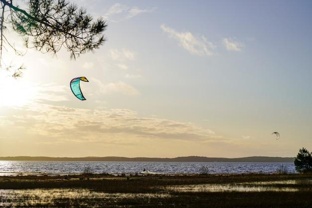 Kitesurf sail in evening sunset beach lake lacanau kitesurfing sunrise in france Premium Photo