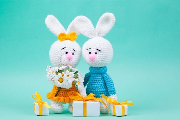 Knitted small rabbits handmade Premium Photo