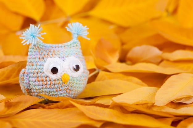 Knitted toys little owls needlework autumn composition Premium Photo