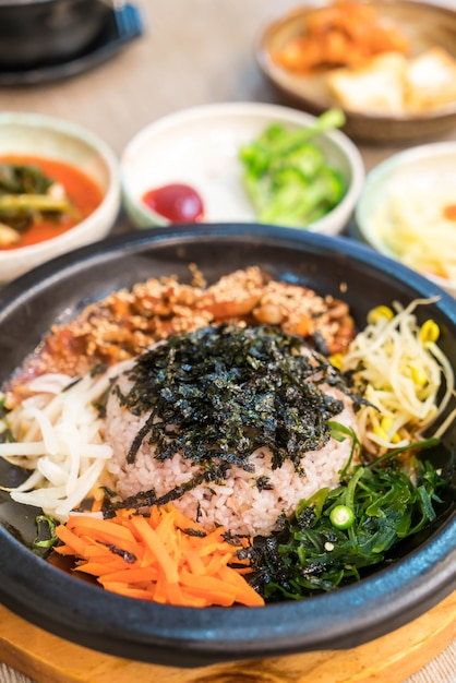Korean traditional food (bibimbap) Premium Photo