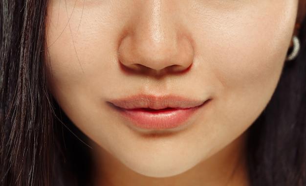 한국 젊은 여자의 초상화를 닫습니다 무료 사진