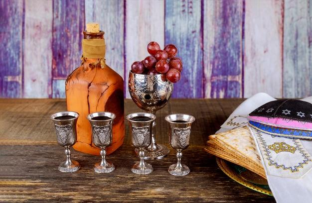 Kosher four glasses wine holiday matzoth celebration matzoh jewish passover bread Premium Photo