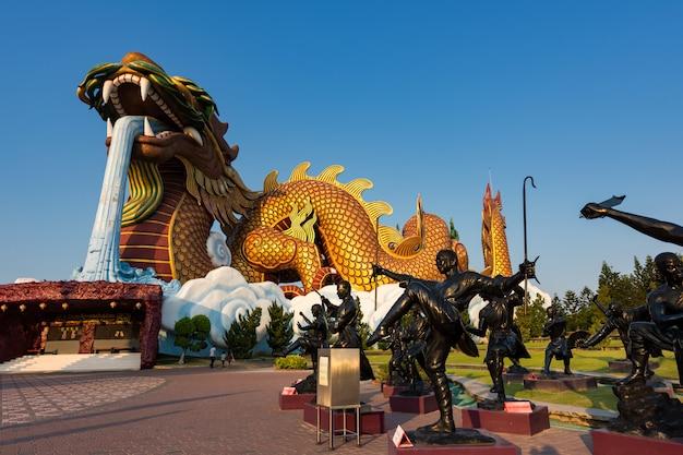 Kung fu and dragon statues, suphanburi Premium Photo
