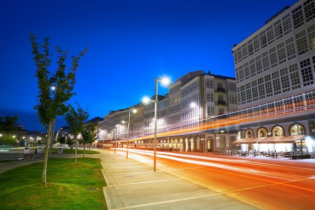 La coruna фасады закат возле порта в галисии Premium Фотографии