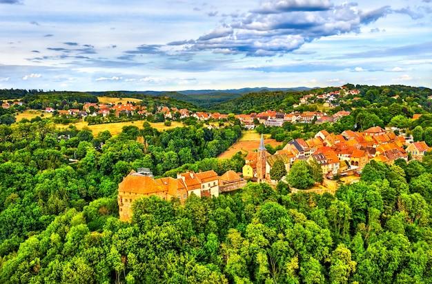 Ла петит-пьер, средневековая укрепленная деревня в горах вогезы - нижний рейн, франция Premium Фотографии
