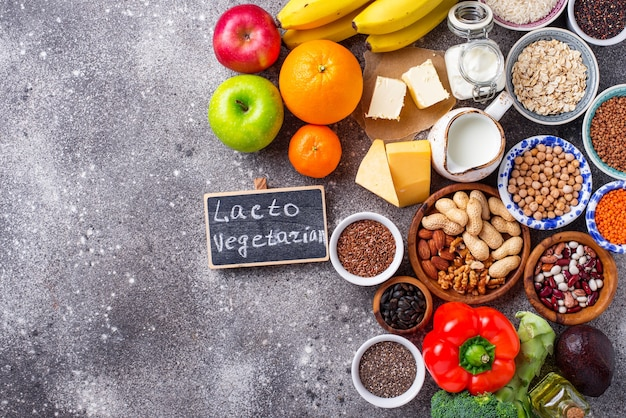 ラクトベジタリアンダイエットのコンセプト。健康食品 Premium写真