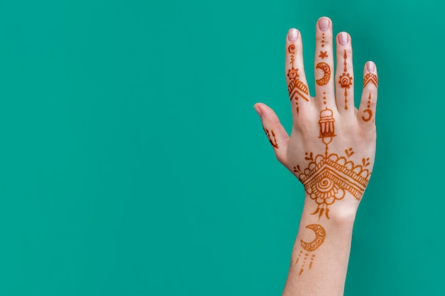 Lady hand with wonderful mehndi draws Free Photo