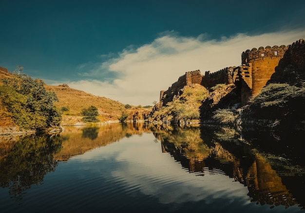 Lake in jodhpur rajasthan, india Premium Photo