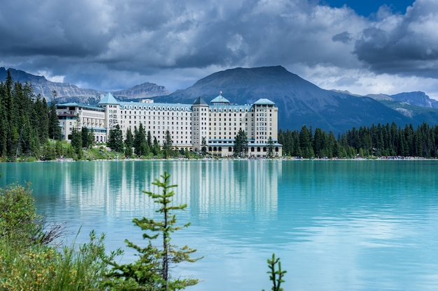 Lake louise, banff national park, canada Premium Photo